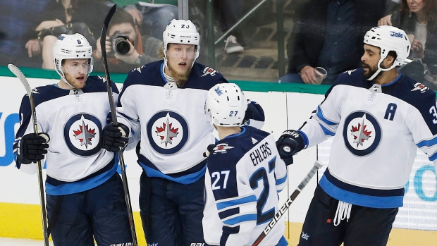 Winnipeg-jets-celebrate