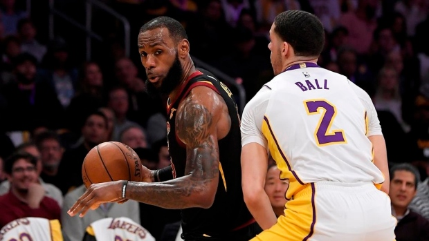 0bc26e84ce7 Lakers hold off LeBron as Cavs suffer another loss - TSN.ca