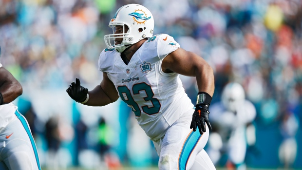 Titans courtship of Ndamukong Suh now a waiting game