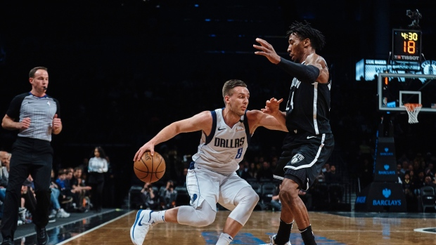 Rondae Hollis-Jefferson guards Kyle Collinsworth