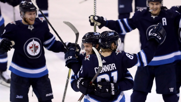 Kyle-connor-and-jets-celebrate