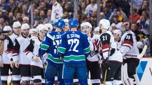 Coyotes-shake-hands-with-sedins