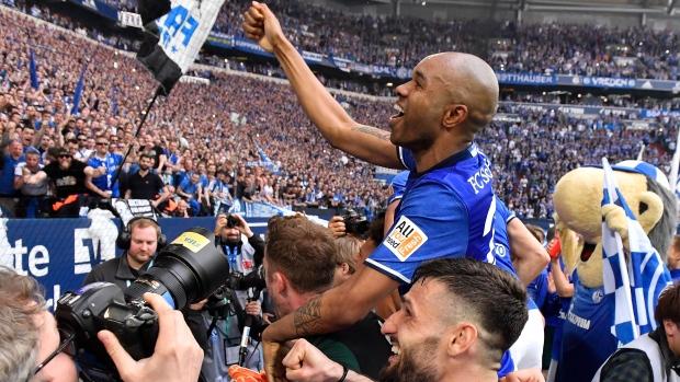 Schalke-players-celebrate