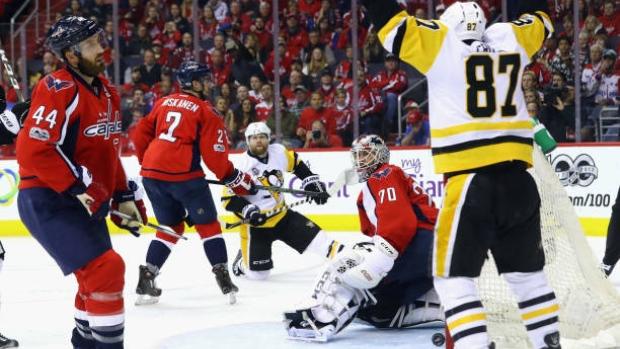 Crosby-celebrates-vs-penguins