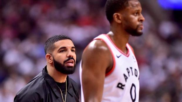 Drake-at-the-raptors-game