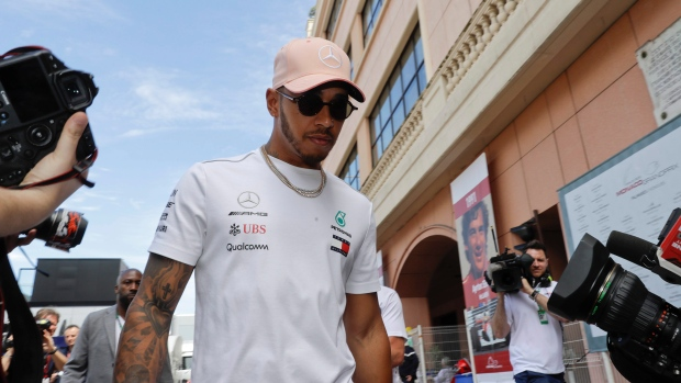 Lewis Hamilton Extends Mercedes Stay With New Two-Year Deal