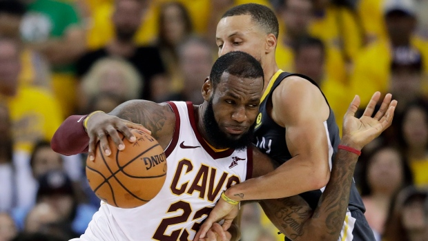 los angeles 17984 8ae03 FOLLOW LIVE  Curry, Warriors lead Cavaliers in third quarter. Stephen Curry  and LeBron James