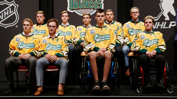 1435e0403 Humboldt Broncos honoured at NHL Awards - TSN.ca