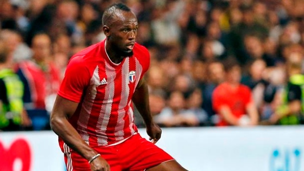 Bolt trains with Australian club to become professional football player