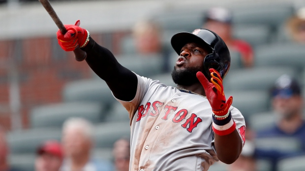 3140721c2 Phillips clutch homer in 9th lifts Bosox over Braves - TSN.ca