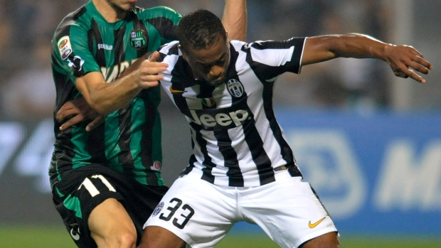 Evra renews Juventus contract until at least June 2017