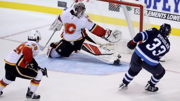 4338213e Byfuglien scores in OT, Jets beat Flames - TSN.ca