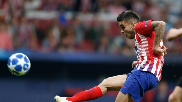 Atletico wins to keep Barcelona from clinching Spanish title