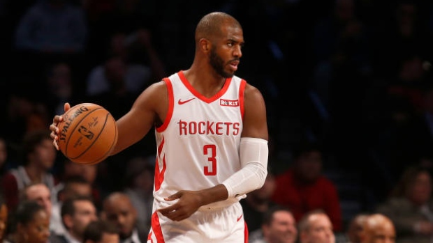 Rockets' Chris Paul heads to locker room clutching left hamstring