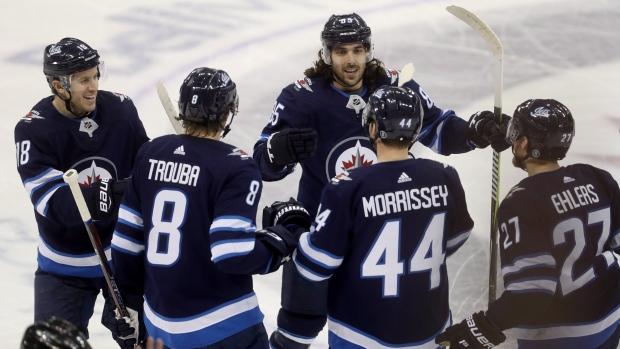 Winnipeg-jets-celebrate