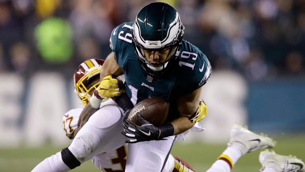 Former Eagles WR Golden Tate stays in the NFC East
