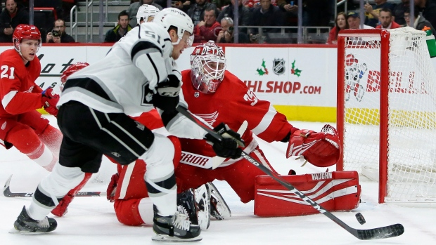 Howard makes 42 saves, Red Wings beat Kings 3-1