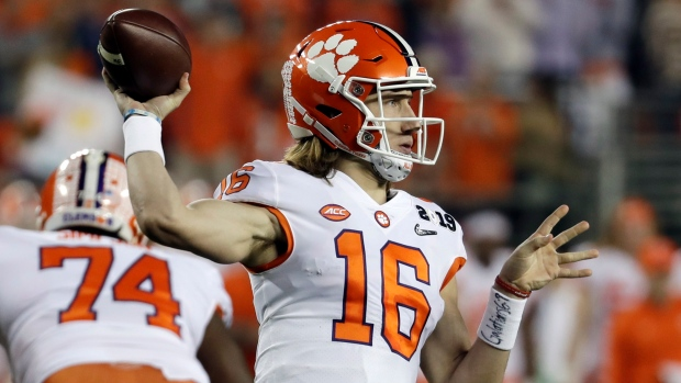 No 1 Clemson Tigers Trevor Lawrence Dominate 12th Ranked Texas A M Aggies Tsn Ca