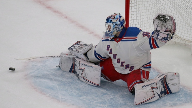 Lundqvist Passes Sawchuk In Career Wins As Rangers Top Bruins Tsn Ca