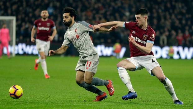 Liverpool's Gomez to undergo surgery on leg fracture