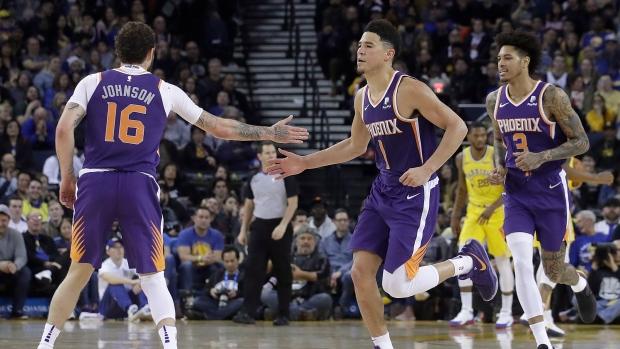 7d55d892f9424 Booker, Suns snap 18-game skid; beat Warriors - TSN.ca