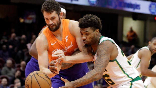 154d7a8c8 Celtics beat Cavs without Kyrie to snap 4-game slide - TSN.ca