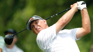Parel shoots 65, takes one-shot lead in SAS Championship