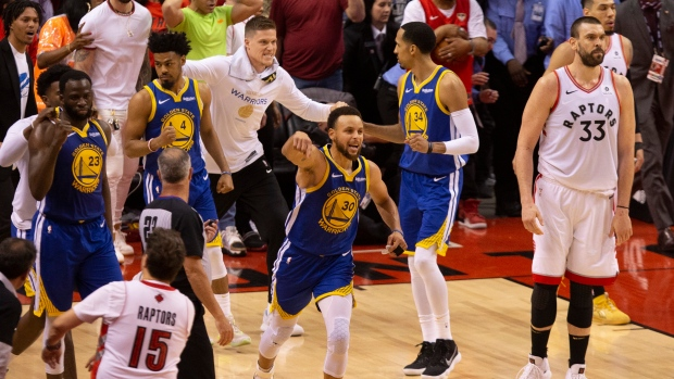 Golden State Warriors Overcome Late Deficit Kevin Durant Injury To Take Game 5 Over Toronto Raptors Tsn Ca