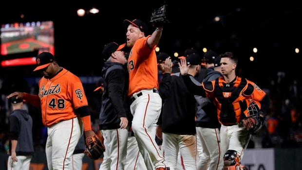 Giants homer 3 times in 5-3 victory over Brewers Article Image 0