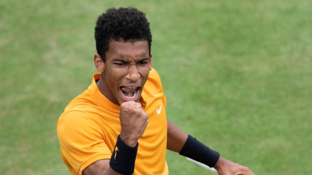 Walkover sends Canadian teen Auger-Aliassime into Stuttgart final