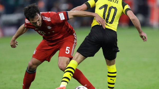 Dortmund fans unsure about return of Mats Hummels from Bayern Munich
