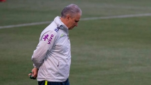 Brazil players defend coach amid report questioning future