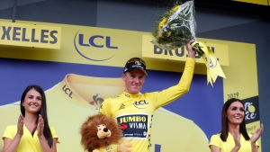 Teunissen wins Tour opening stage to take yellow jersey
