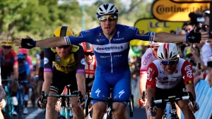 Viviani storms bunch sprint to win Stage 4 in the Tour de France