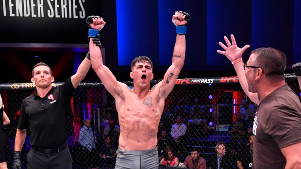 Peter Barrett among trio of fighters awarded UFC contracts