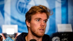 All eyes on Connor McDavid's rehabbed left knee as Edmonton Oilers begin camp Article Image 0
