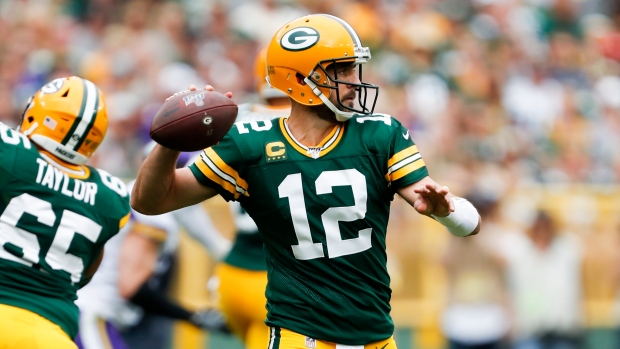 best loved 7e044 a9f7a Green Bay Packers ride Aaron Rodgers' hot start to win over ...