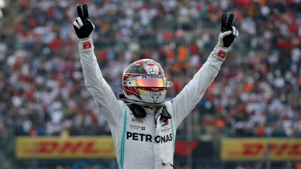 Hamilton expects to sort out new F1 contract soon - TSN