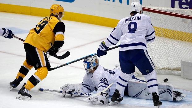 Kahun scores twice as Penguins rout Leafs in Kaskisuo's debut - TSN