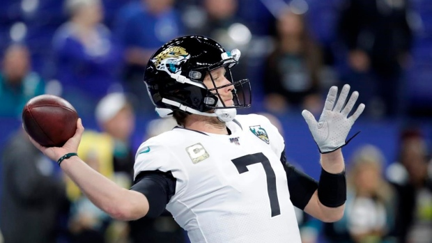 Minshew Mania returns: Jaguars bench Nick Foles, announce Gardner Minshew to start
