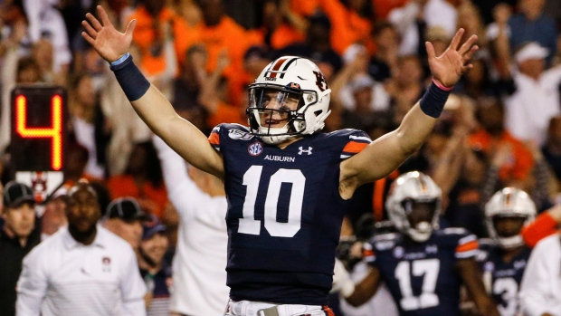No 16 Auburn Upends No 5 Alabama S Playoff Hopes Tsn Ca
