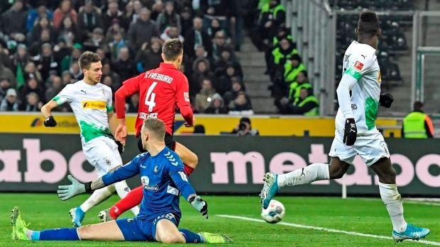 Embolo scores 2 to lift Gladbach back to top of Bundesliga