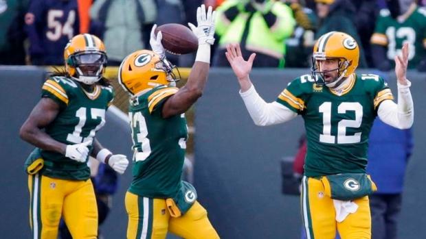 Aaron Jones Scores Twice Green Bay Packers Complete Season Sweep Of Chicago Bears Tsn Ca