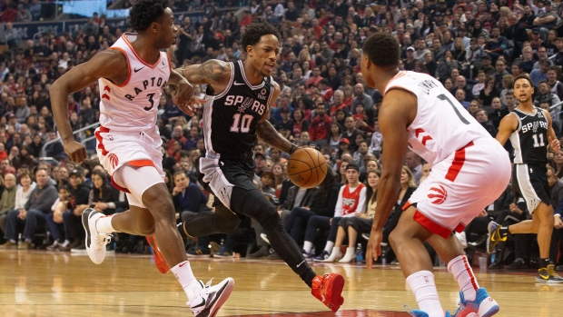 Spurs' DeMar DeRozan throws down vicious dunk over Raptors