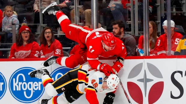 Calgary Flames Start Road Trip With Win Over Detroit Red Wings Tsn Ca