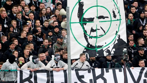 Gladbach supporters praised for condemning hate messages