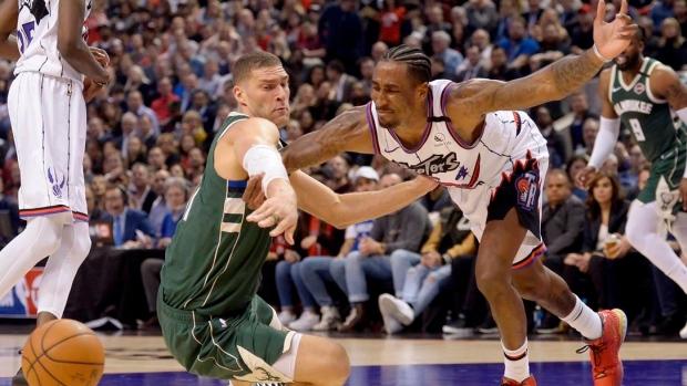 Raptors' Chris Boucher dunks all over Giannis Antetokounmpo