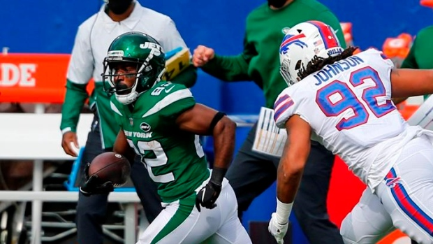 Report: WR Crowder agrees to pay cut to remain with New York Jets