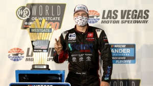 Hill survives demolition derby on dirt at Knoxville Raceway
