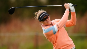 Korda leads in L.A.; Henderson four back in third